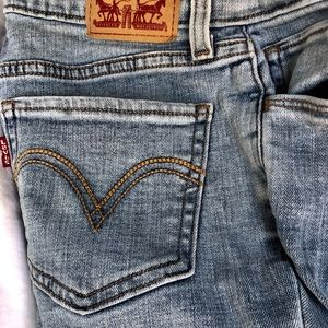 Levi's supper skinny damaged with tiny pink marks